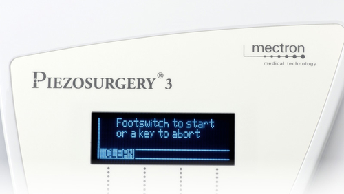 display with activated clean function of PIEZOSURGERY® 3