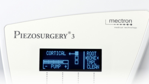 display and controls of PIEZOSURGERY® 3
